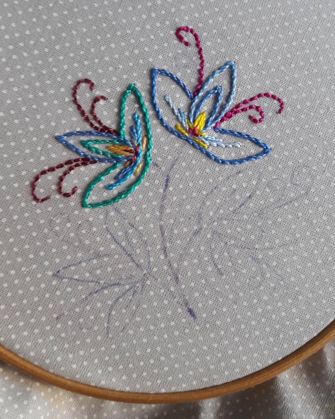 Flores Em Andamento Bordadosmarinamendonca Feitoamao Bordado