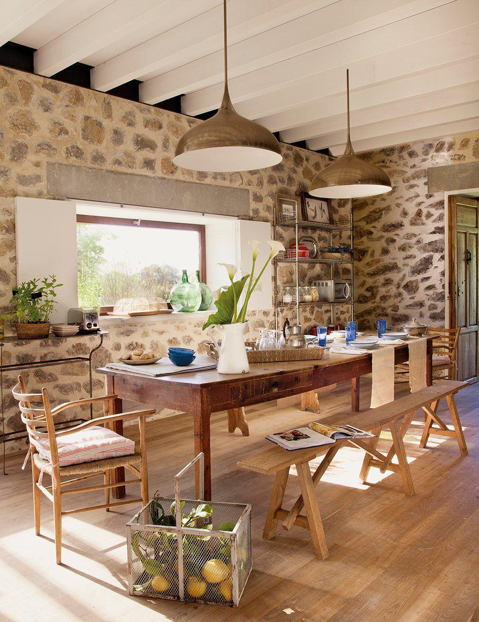 Una bella casa asturiana rescatada de las ruinas - Muebles para casa de campo ...