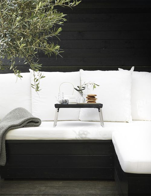B  W outdoor space