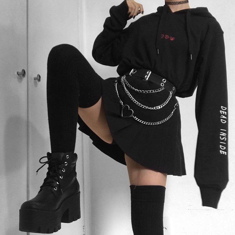 "Photo of BLVCK.PL 🌹 estetica • grunge su Instagram: ""1 o 2? Quale look preferiresti indossare? 🕸 Felpa con cappuccio Dead Inside 🖤 www.blvck.pl • • • • • #grunge #grungestyle #grungeteens # aesthetictumblr … """