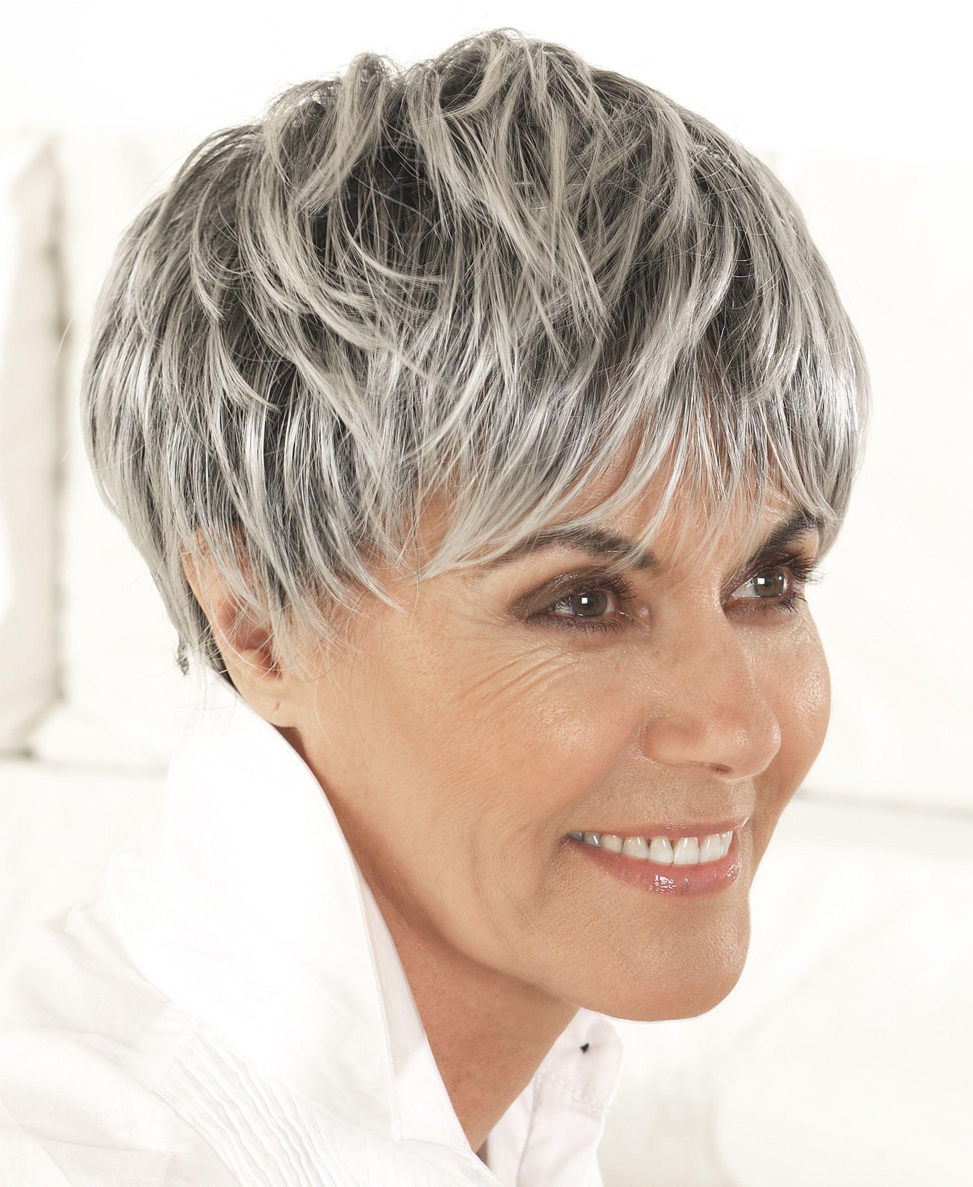 Coupe de cheveux courte rasee