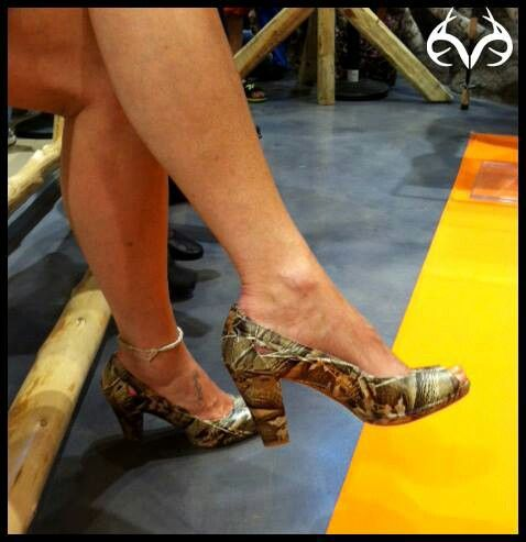 e229479252ed2 Realtree Duct Tape: Heels Make-Over. Omg such a smart idea!! I've always  wanted a pair of Camo heels... its the answer to my prayers!!