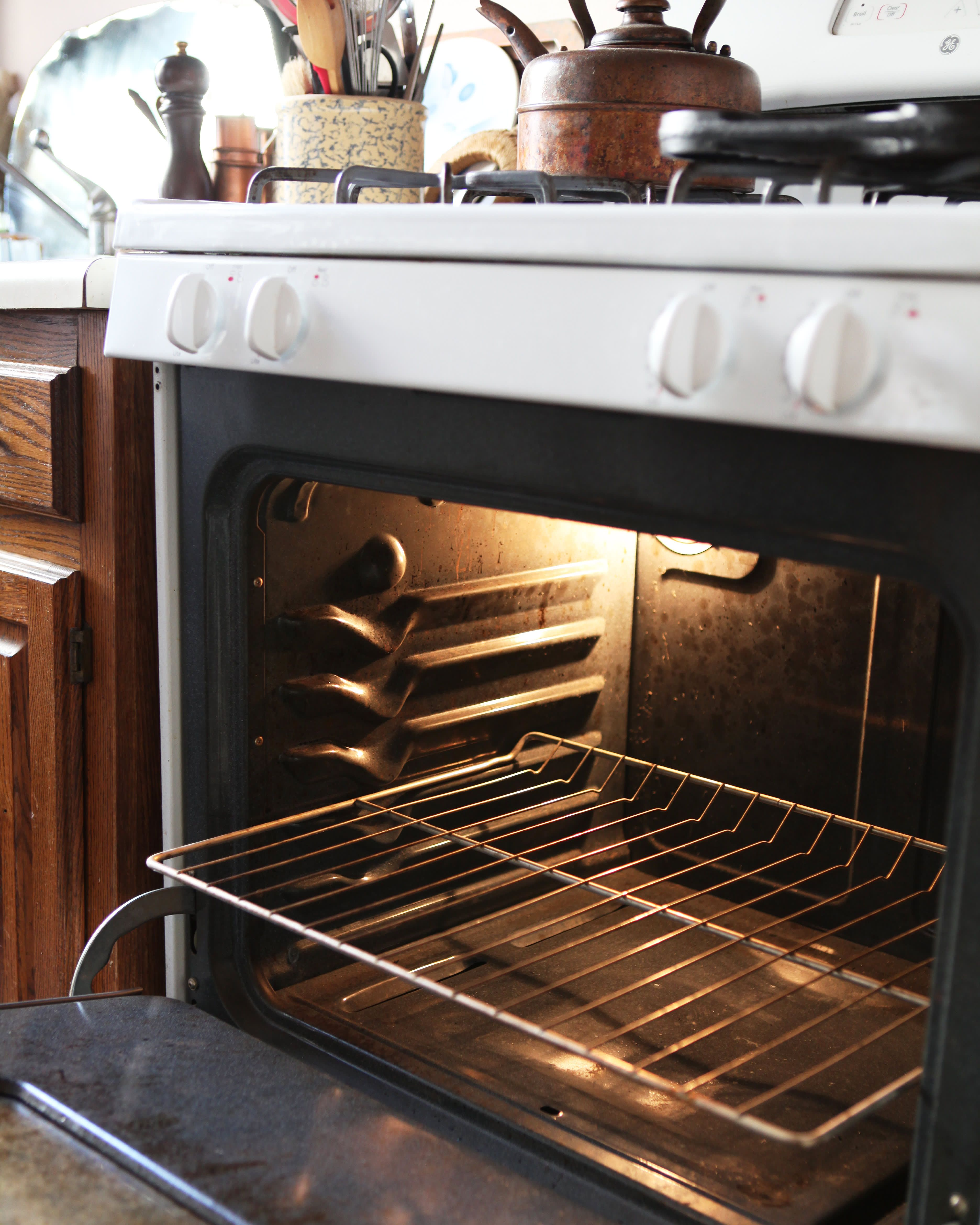 How To Clean An Oven With Baking Soda And Vinegar Oven Cleaning