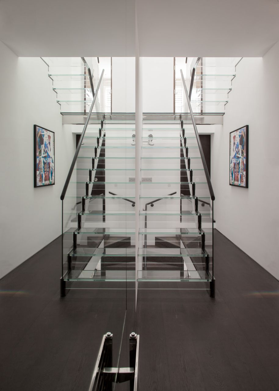 Best Cantifix Designed And Installed This Beautiful Glazed Staircase Which Is Mirrored Perfectly By 640 x 480