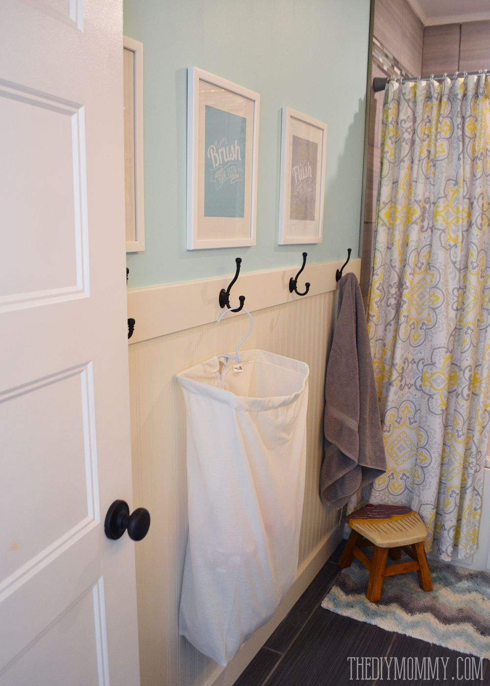 How To Install An Easy DIY Beadboard Hook Wall In A Bathroom. Itu0027s Pretty  And Practical!