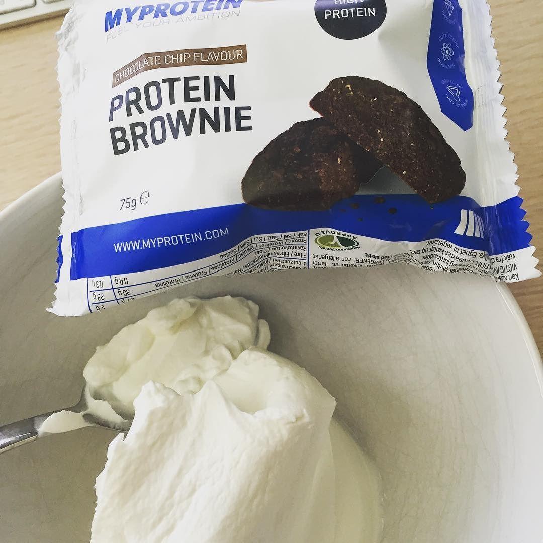 und gleich noch das 2te frühstück. powered by @myproteinde #brownie #myprotein #lowcarb #highprotein #breakfast #frühstück by null_vier