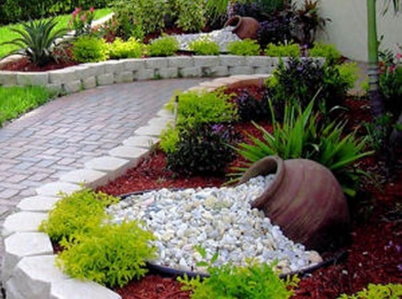 42 Sweet Summer Front Yard Design to Copy Right Now is part of Rock garden landscaping, Outdoor gardens, Backyard landscaping, Florida landscaping, Front landscaping, Farmhouse landscaping - The front yard landscape is the very first matter to observe when you drive by your house and pull up in the driveway, and therefore you need to earn a statement  Also, when you have only a little space between your home and the street, consider constructing a minimal fence out before the yard  It's possible to mix up the design in your back yard and get more creative as you do not need to be concerned as much in regards to the curb appeal of your dwelling
