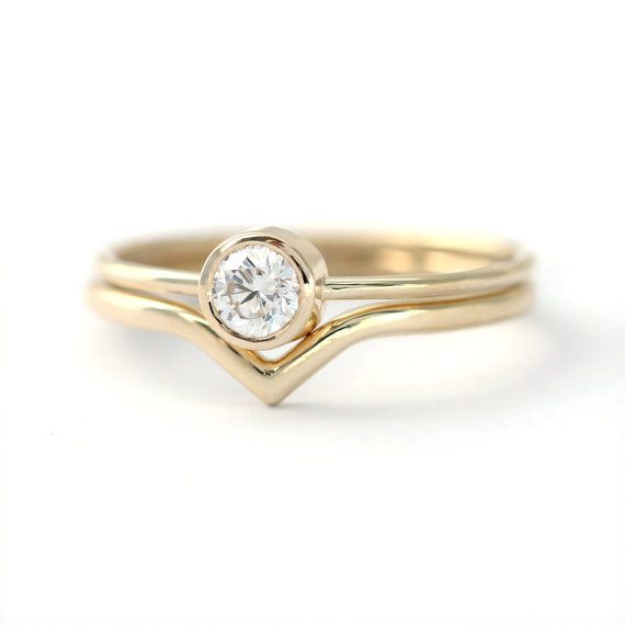 Classic Wedding Set 02 Carat Round Cut Diamond And A Matching Pointy Curved Band