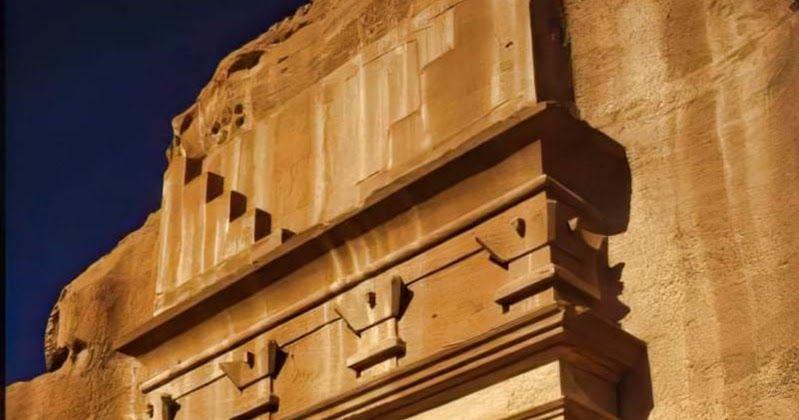 مدائن صالح هي واحدة من أشهر الأماكن الأثرية التاريخية وأبرزها بل وأعظمها عبرة على مر العصور تقع مدائن صالح في الشمال الغربي للملكة العربية السعودي Wood Texture