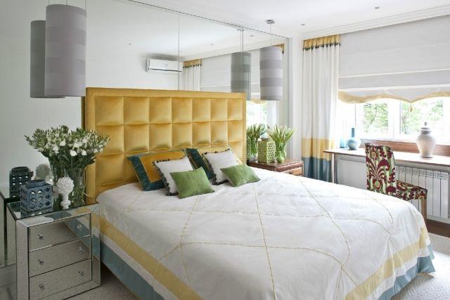 Schlafzimmer Wandgestaltung Spiegelwand Gelber Gepolsterter Bettkopfteil