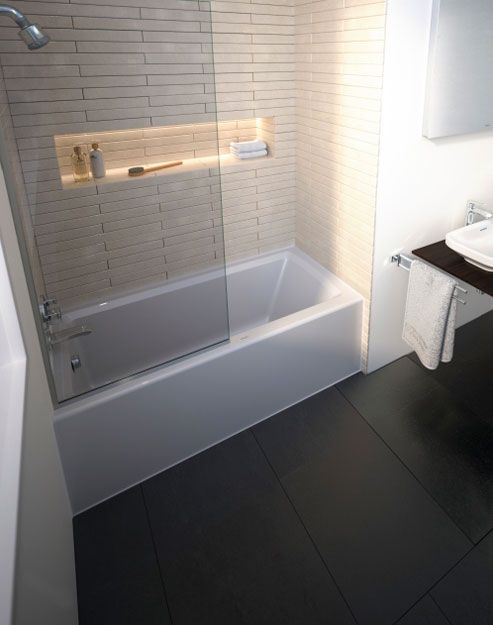This Streamlined Shower Tub Combination Makes Good Use Of Small