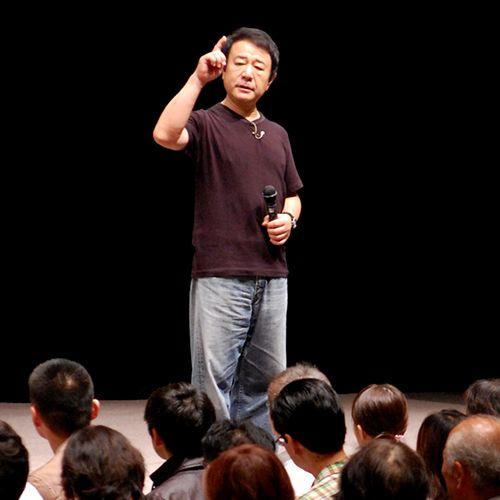 此のサイトは、個人としての青山繁晴、作家としての青山繁晴のサイトです。 青山繁晴が社長を務める独立総合研究所(独研)のサイトではありません。