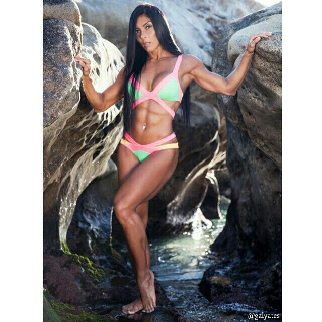 Your life is like a canvas, make sure to paint yourself a beautiful journey. Let the colour and happiness come into your life.  Photography: @juliaroder #galyates #brazilian #life #love #fitness #motivation #appreciate #fitnessmodel #health #live #strong #beyou