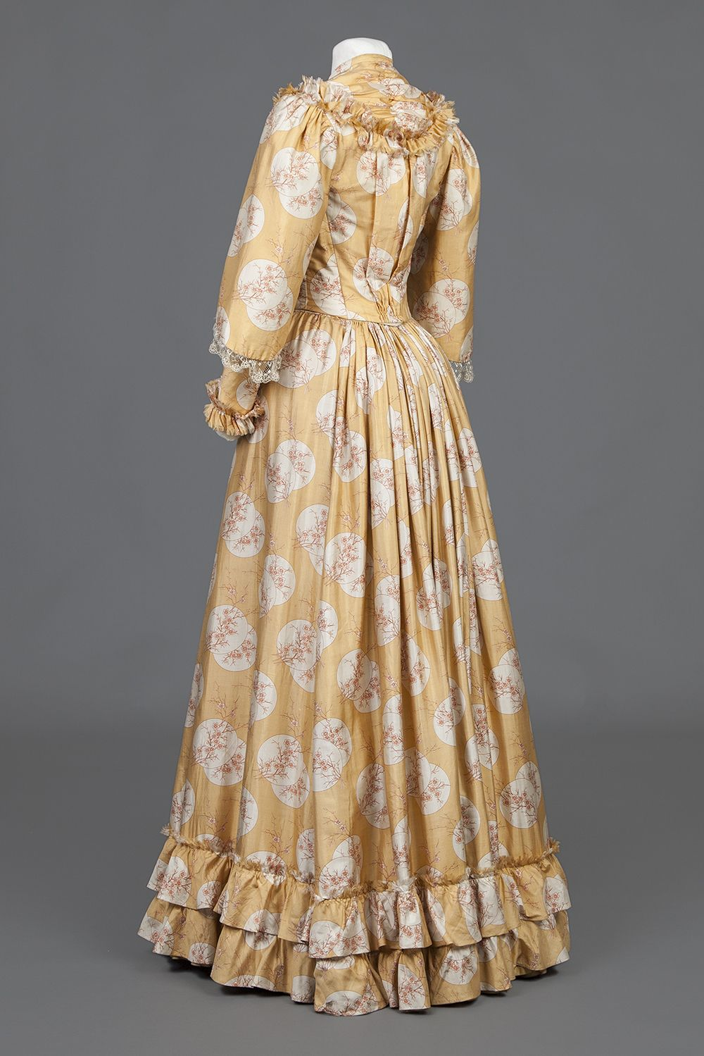 C Early 1890s Goldstein Museum Of Design Historical Dresses 1890s Fashion 1800s Clothing [ 1499 x 1000 Pixel ]