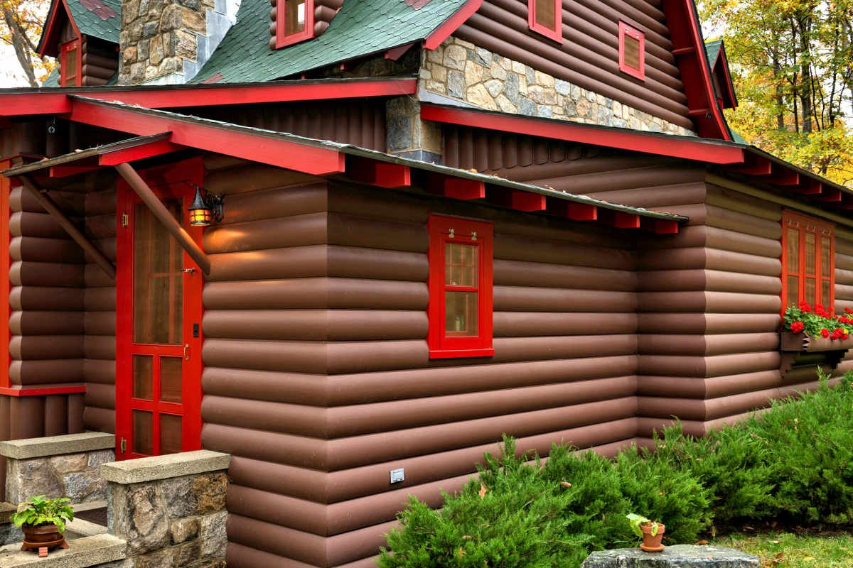 2x10 Western Red Cedar Log Siding Pre Primed A Dark Brown Then Painted On Site New York Log Cabin Exterior Log Homes Exterior Log Siding