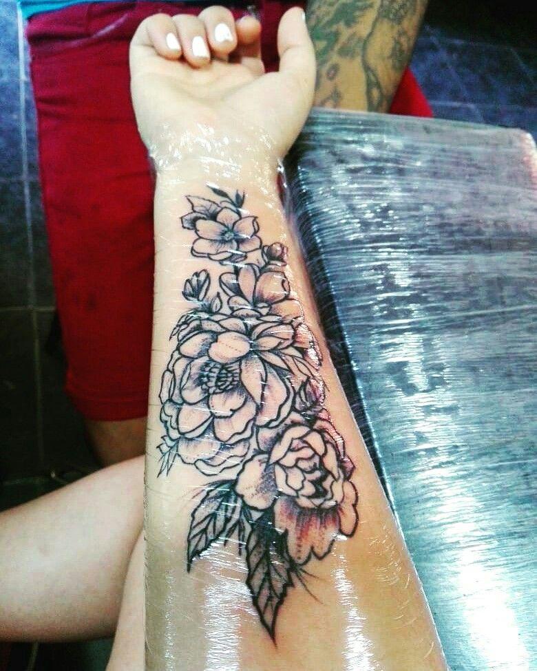 Tatuaje De Flores En El Brazo Para La Mujer Pablitotattoo Dc