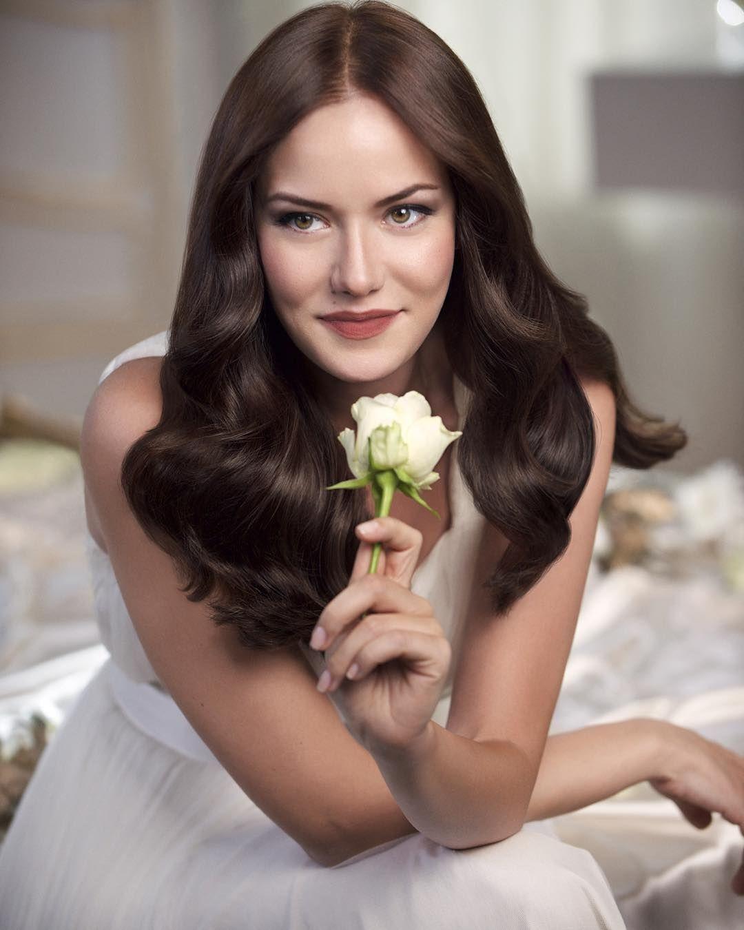 Turkish Actress Fahriye Evcen Colores De Pelo Celebridades