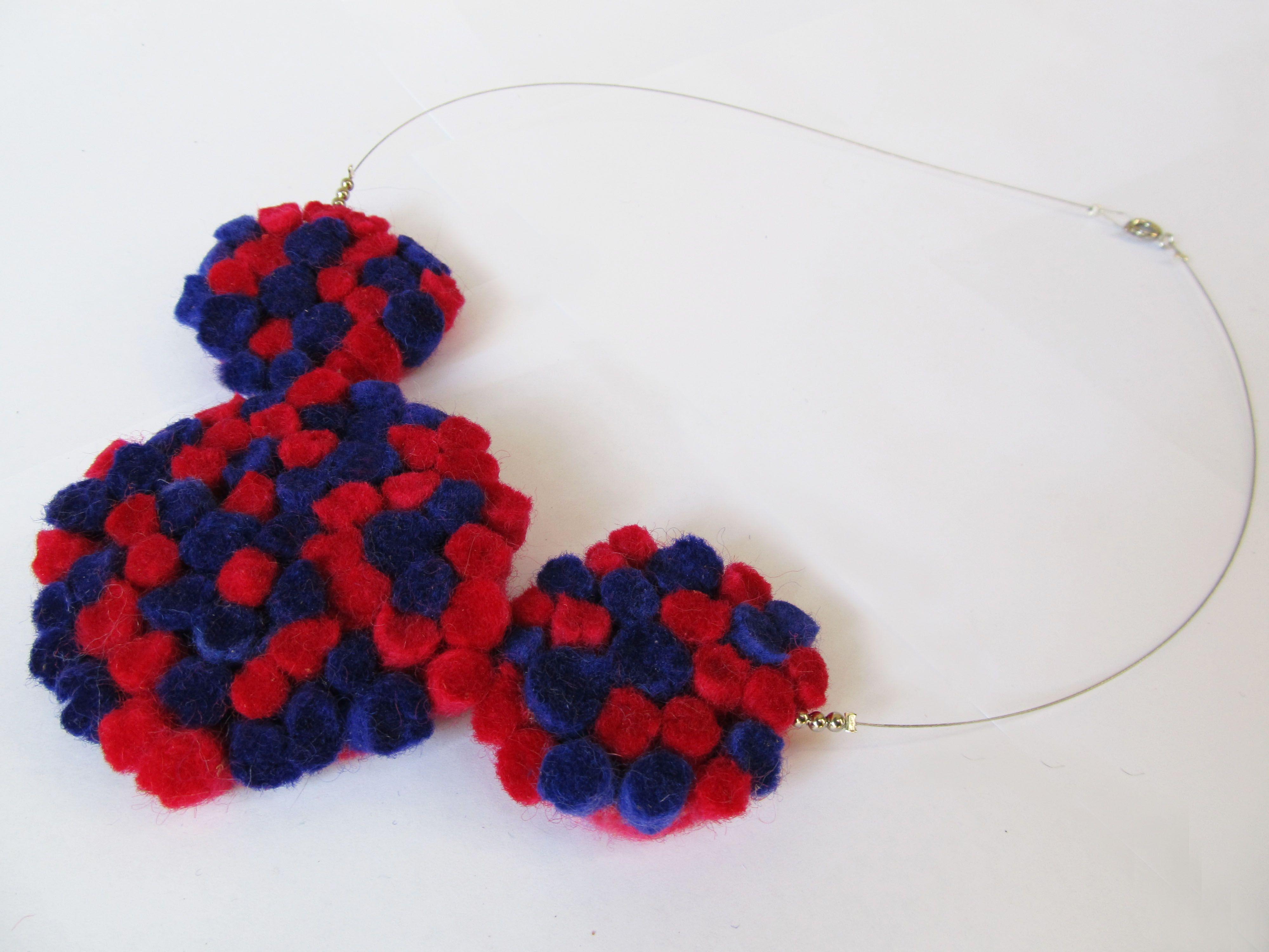 collar de fieltro hecho a mano con lana natural de oveja