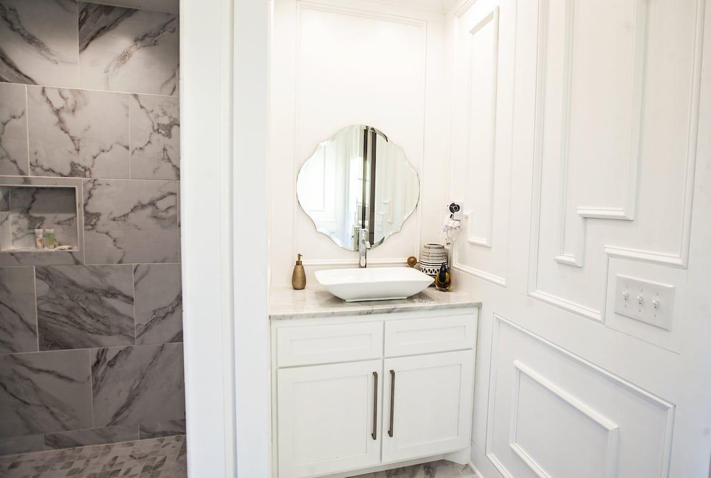 Nevaeh Hill Cabin In Broken Bow Ok Sleeps 2 Hidden Hills Cabins Round Mirror Bathroom Cabin Honeymoon Cabin
