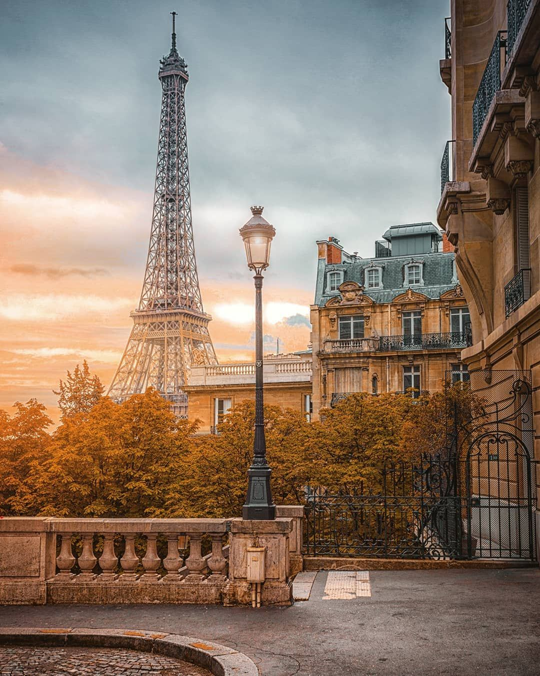 Morning Lights In The Streets Of Paris Paris Europe Sunrise Epic Beautiful Wonderful Livingonearth Discov Paris Tour Eiffel Sunrise Paris Paris