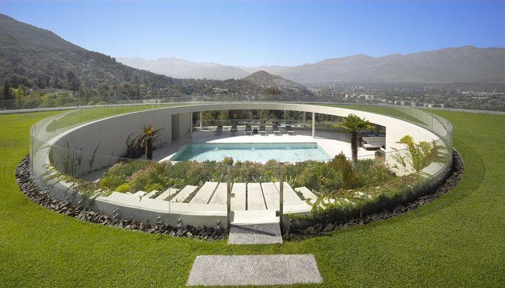 Casa em Vitacura por Izquierdo Lehmann Unusual Family Residence Projeto Com vista para a Cordilheira dos Andes  no Chile