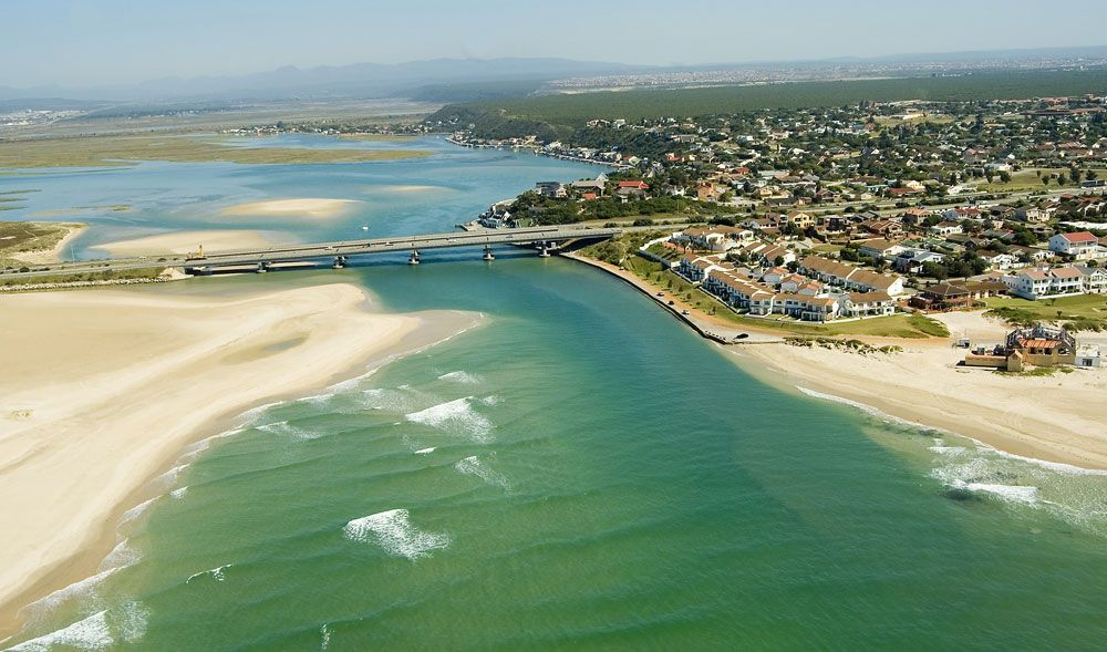 Bluewater Bay, a suburb of Port Elizabeth, is located