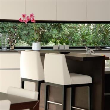 cuisine avec une grande vitre fenetre cuisine pinterest cuisine conception de cuisine et. Black Bedroom Furniture Sets. Home Design Ideas