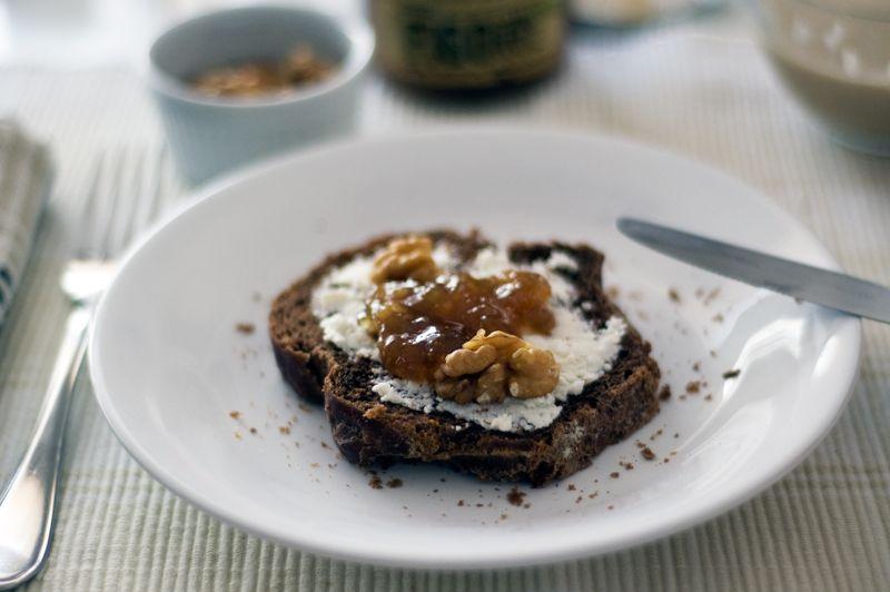 gourmets {amadores}: Brioche de alfarroba e laranja (com doce de figo e noz)
