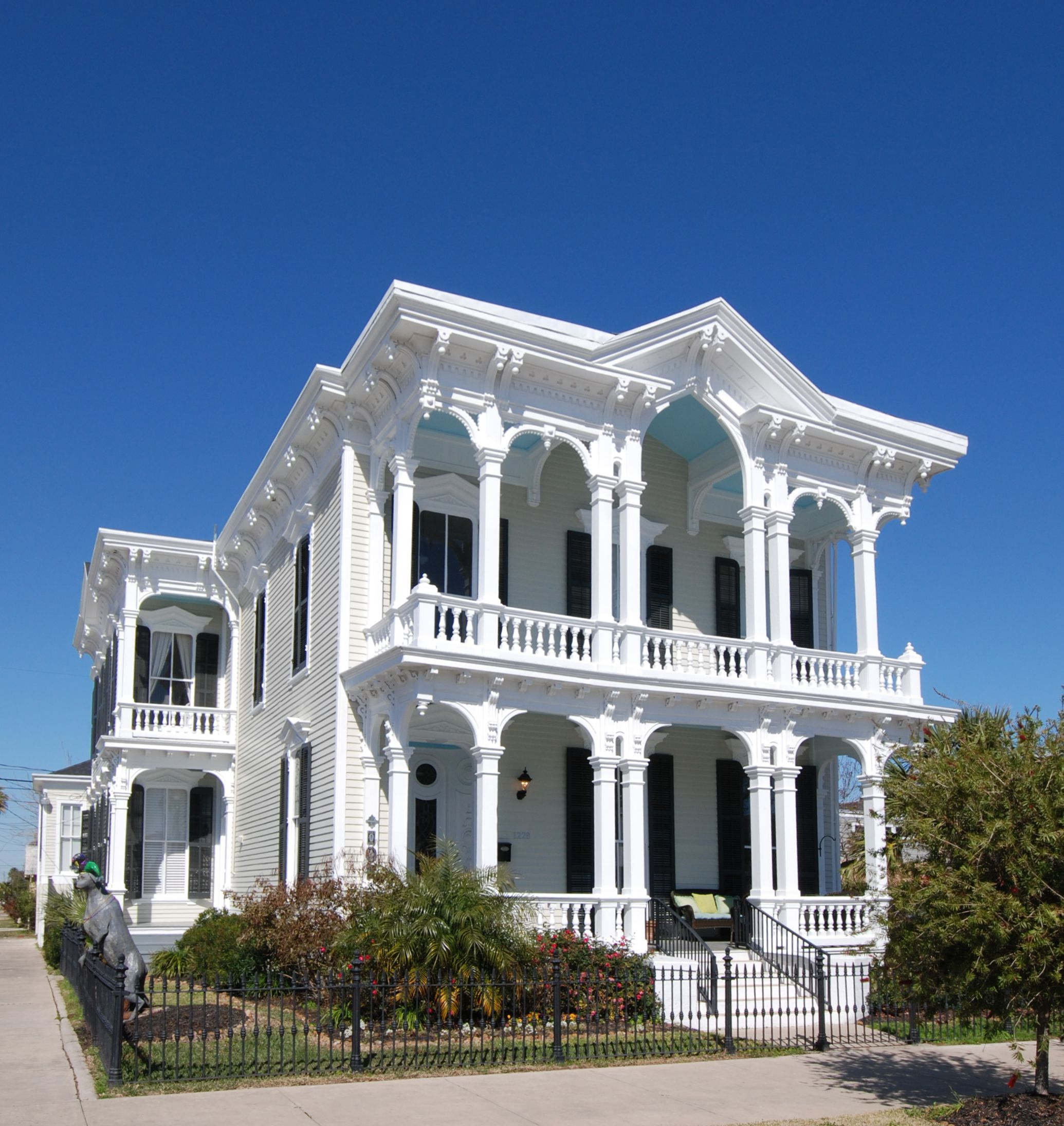 Galveston historic homes tour galveston historic for Victorian colonial homes