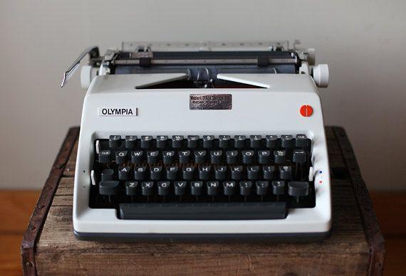 Olympia SM9 Deluxe Manual Typewriter | Typewriter, Olympia