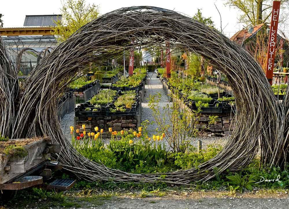 Totholz Totholzkunst Kunst Naturgarten Wildlife Garden Dead Wood Deadwood Art Object Jpg 1000 723 Naturgarten Gartengestaltung Garten