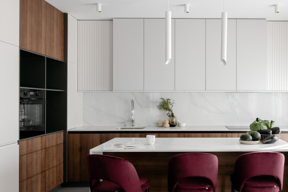 Minimalistyczne Oswietlenie Do Otwartej Kuchni Polaczonej Z Salonem Ih Internity Home Home Kitchen Cabinets Home Decor