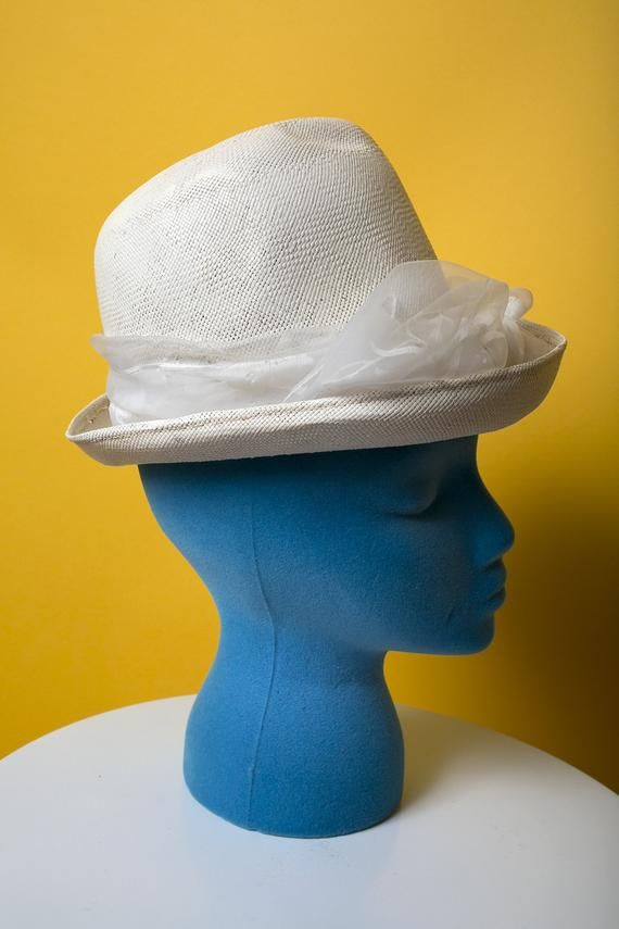 91a5dd7856658 Sassy Vintage 60s White Raffia Mod Bow High Crown Hat