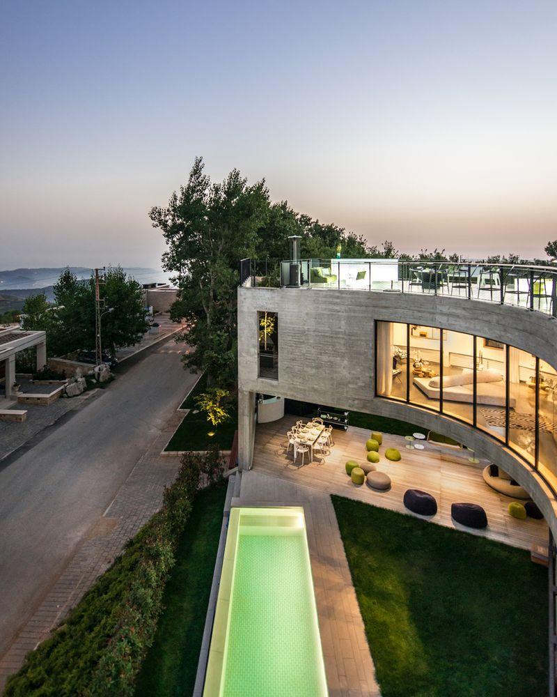 A Curved Concrete House Built On A Triangular Corner Site Concrete House Fantasy House Architecture