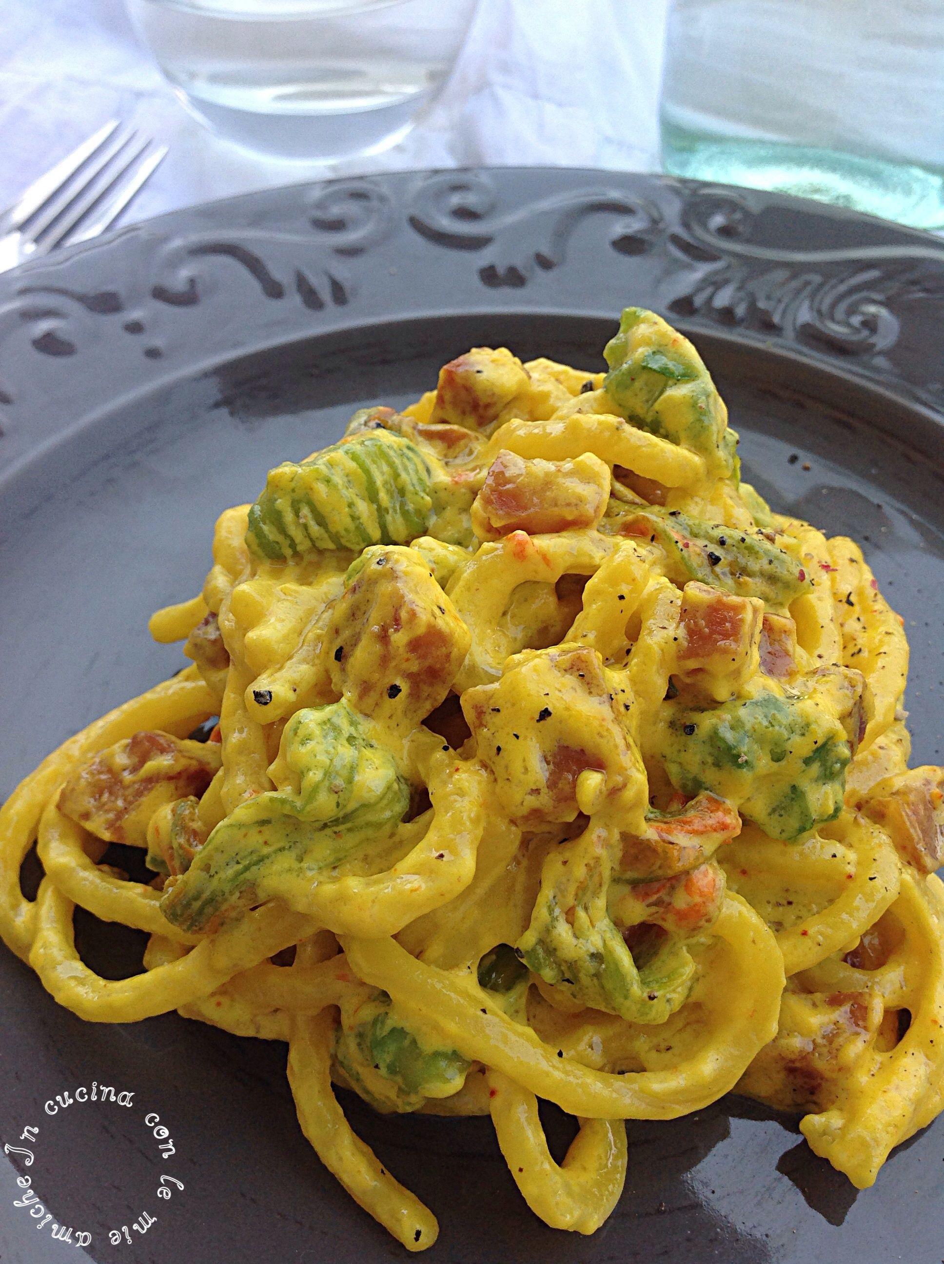 Pici allo zafferano e fiori di zucca in cucina con le for Ricette italiane primi piatti