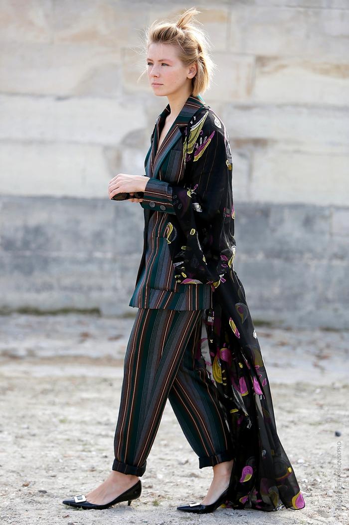 kimono-ing with stripes. #VikaGazinskaya in Paris.