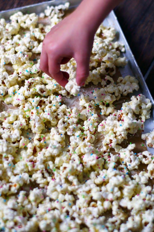 die besten 25 popcorn rezept ideen auf pinterest s es popcorn rezepte gesunde popcorn. Black Bedroom Furniture Sets. Home Design Ideas