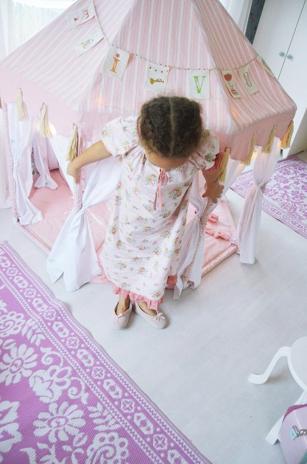 cabane en tissu et tubes pvc pas de tuto cabanes pour enfants cabane enfant deco chambre. Black Bedroom Furniture Sets. Home Design Ideas