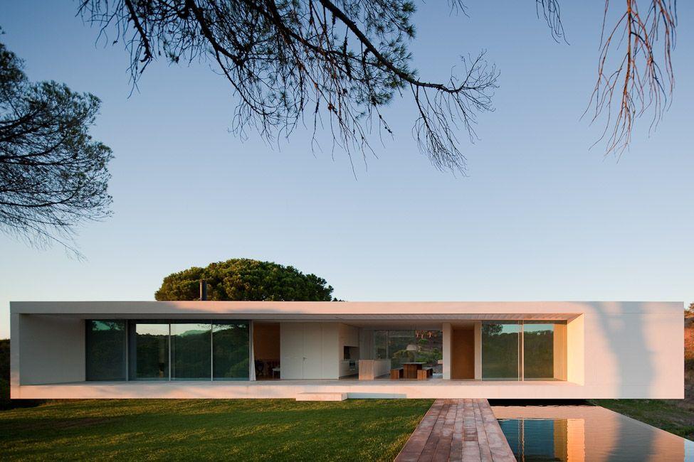 Moderne Häuser Haben Oft Ein Design, Das Den Innen Und Außenbereich Durch  Die So Genannten Integrierten Swimmingpools Verbindet Swimmingpools