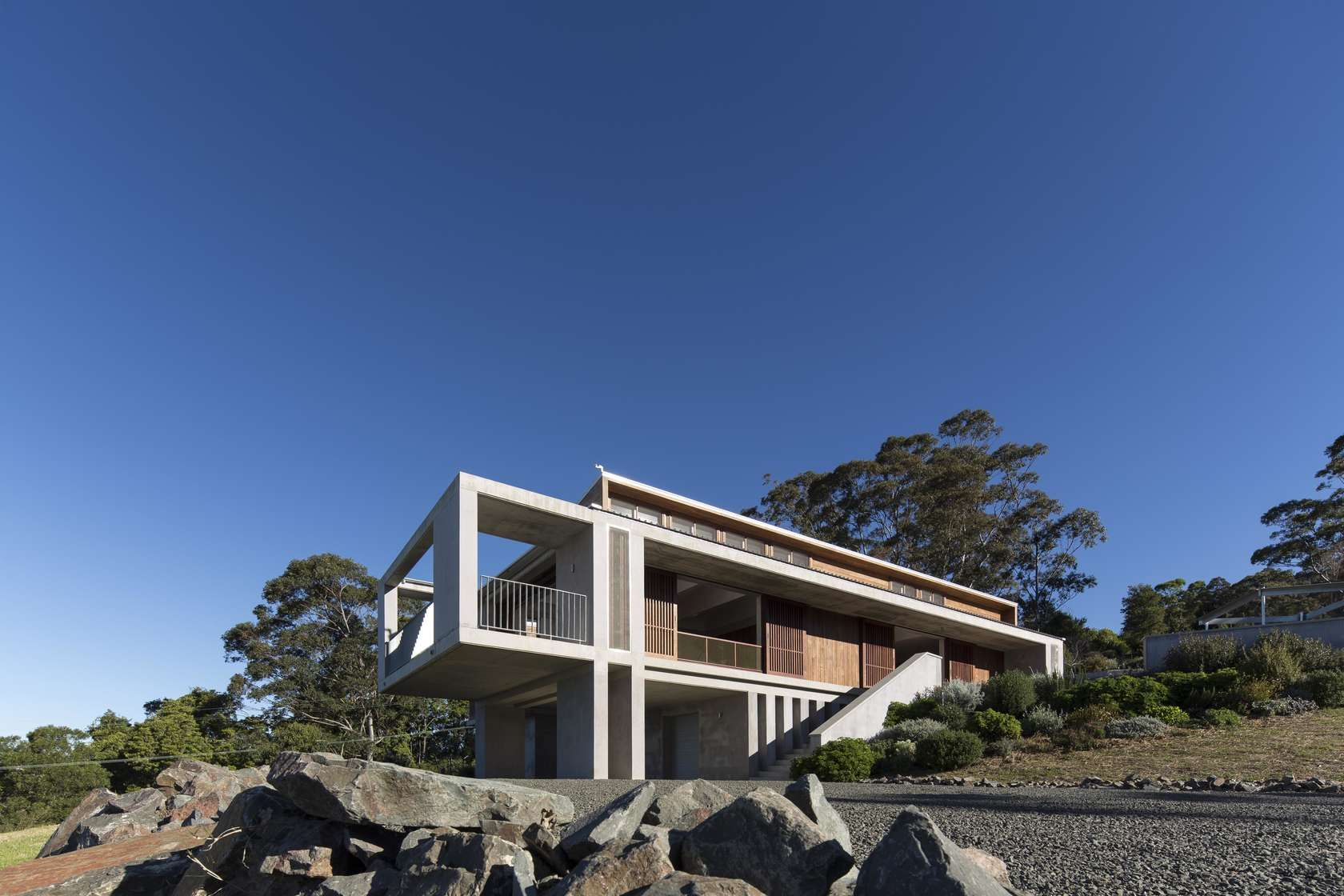 Mountainside House By Hill Thalis Architecture Urban Projects Australia Architecture House Different House Styles Arch House