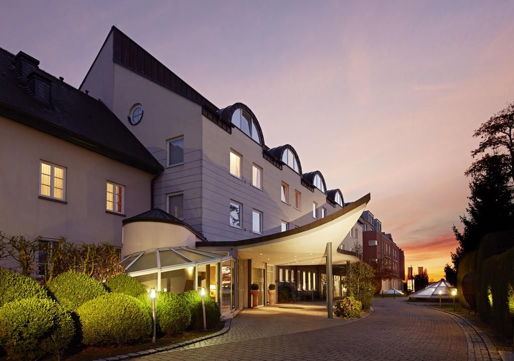 Lindner Hotel Rugen Komfortzimmer Badezimmer With Images House Styles Vacation Hotel Mansions