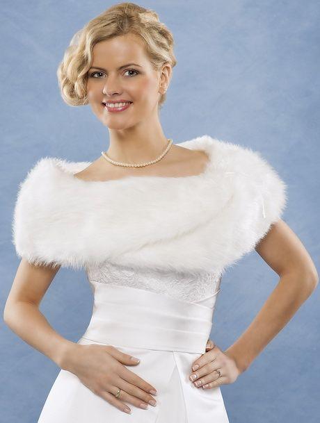 Een stola of bolero is een mooie aanvulling op  je bruidsjurk deze herfst. Stijlvol en lekker warm.