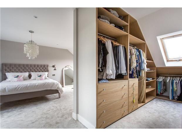 Begehbarer kleiderschrank spitzboden  Wardrobe idea | The Comfort Home | Pinterest | Dachgeschossausbau ...
