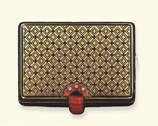 AN ART DECO CORAL, ENAMEL AND GOLD VANITY CASE, BY CARTIER