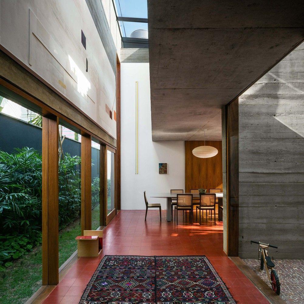 Casa com arquitetura brutalista e decora o moderna em sp for Casa moderna ud