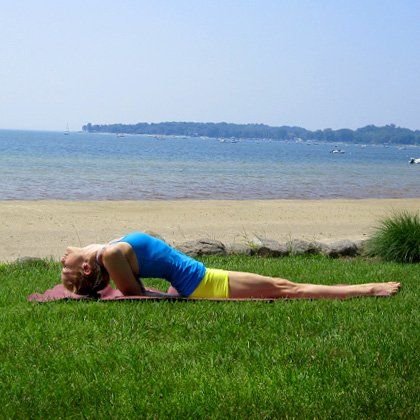how to do shoulder stand  shoulder stand yoga for