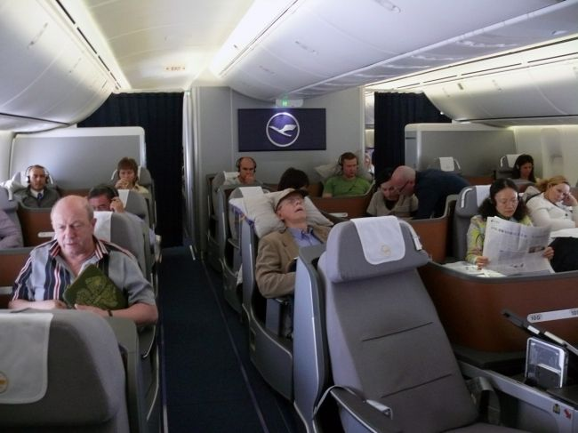 Boeing 747-8 Inaugural Lufthansa Business Class Lower Deck ...