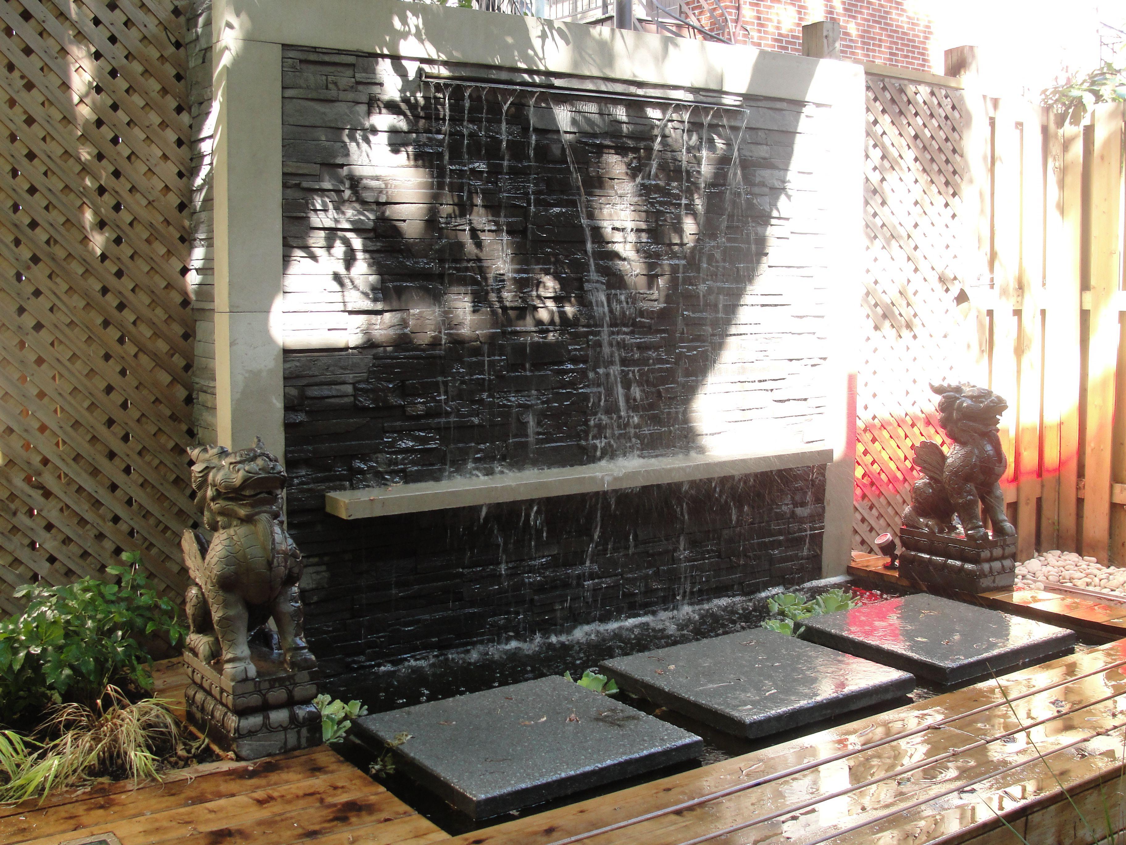 am nagement paysager mur d 39 eau terrasse et cl ture en bois de c dre muret permacon esplanade. Black Bedroom Furniture Sets. Home Design Ideas