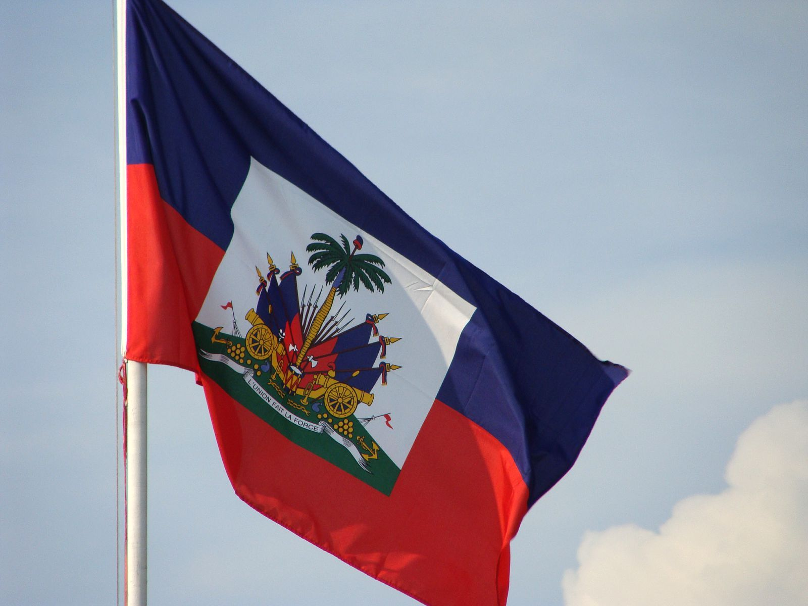 The Haitian Flag Is One The Oldest Flag In The World The Highest Symbol Of The Nation Of Haiti And Is Viewed Haiti Flag Haitian Flag Haitian Independence Day