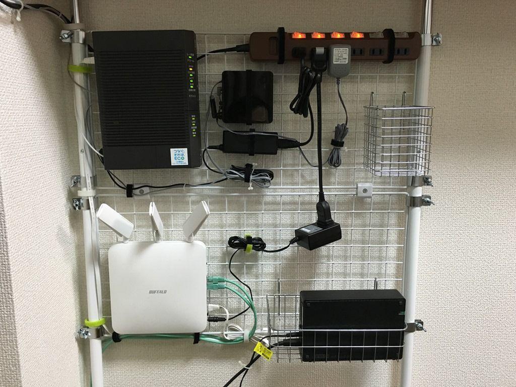 テレビ周りのケーブル整理と配線方法 壁掛けワイヤーネットと突っ張り